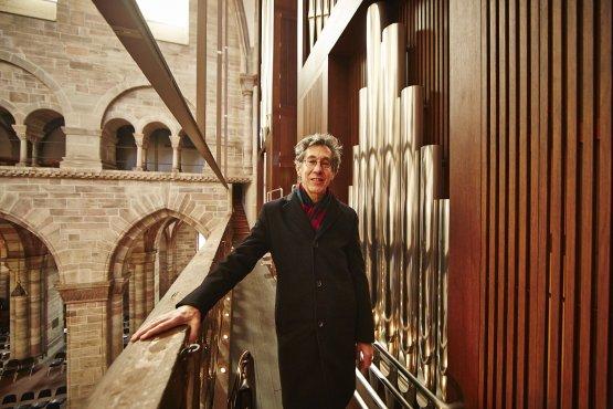 Felix Pachlatko bij zijn orgel  bij gelegenheid van zijn pensionering in december 2013 (foto: Hansjörg Walter)